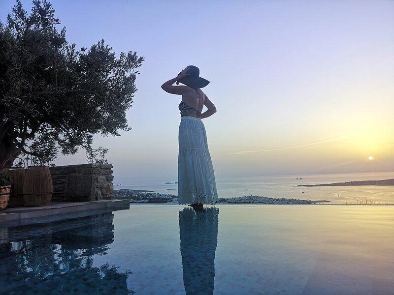 Infinity sea view cosy villa with private pool, alquiler vacacional en Parikia