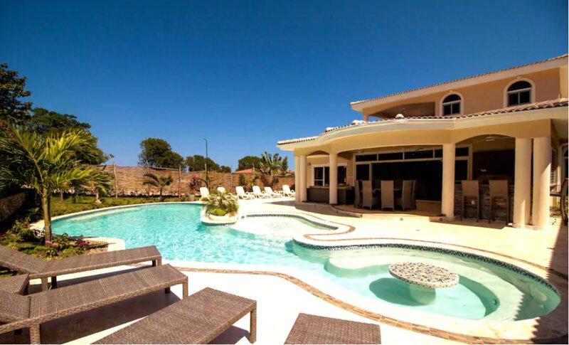 Sosua Bachelor Party 12 Bedrooms Luxury Villas PRICE MATCH, location de vacances à Sosua