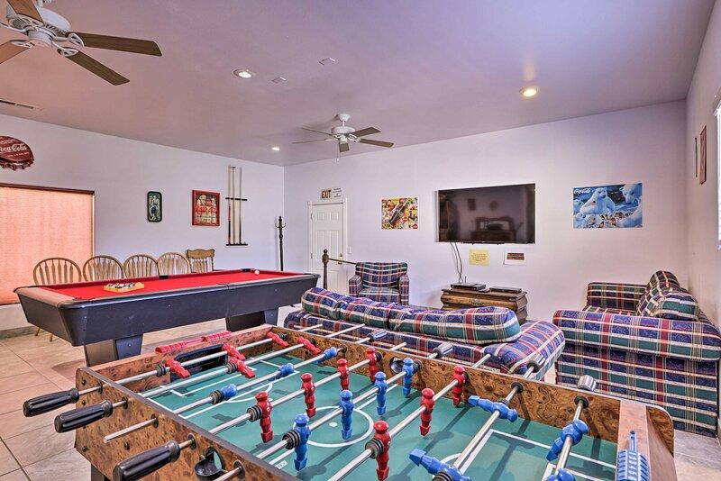NEW! Home w/ Game Room & Fire Pit: 30 Min to Zion!, alquiler de vacaciones en La Verkin