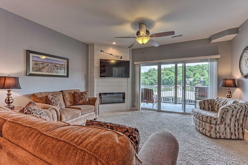 NEW! Camdenton Condo with Community Pool & Lake!, vacation rental in Linn Creek