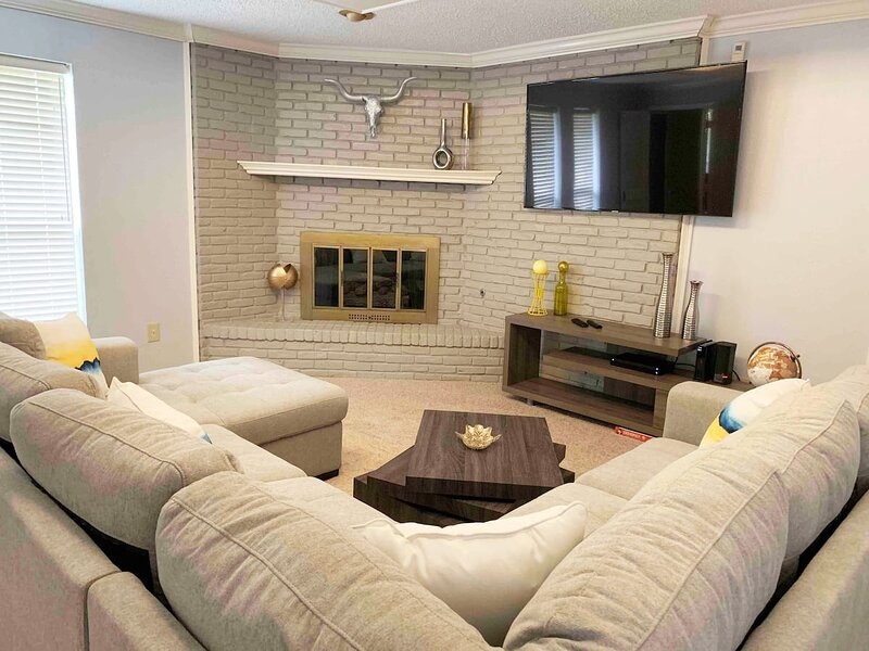 The best home away from home!!, vacation rental in Richardson