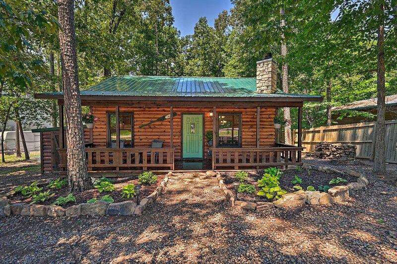 NEW! 'Azalea House' - Forest Retreat w/ Hot Tub!, vacation rental in Hochatown