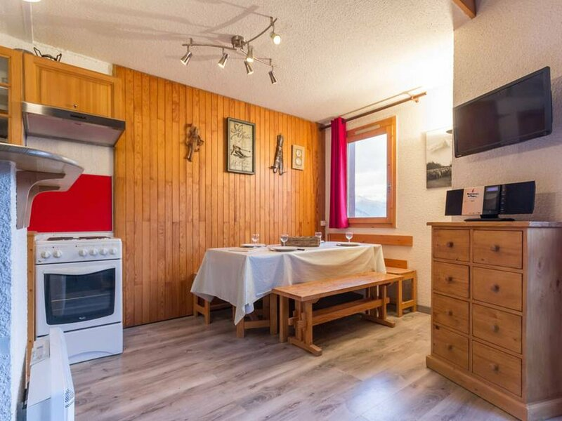 Appartement en duplex spacieux, holiday rental in Landry
