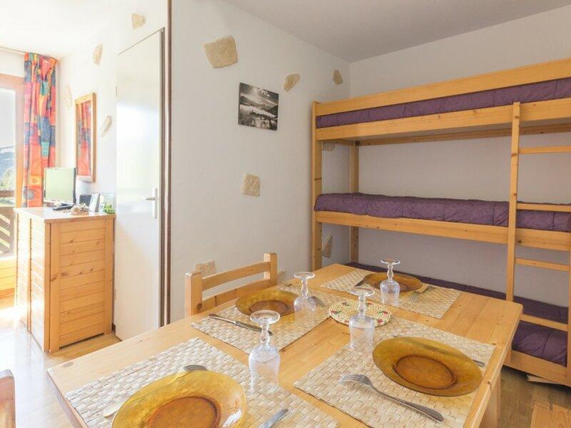 Joli appartement rénové, alquiler vacacional en Montalbert
