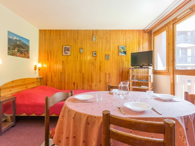 Appartement proche du centre de Montchavin, holiday rental in Landry