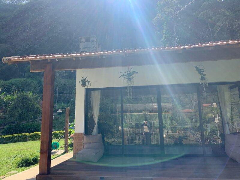 Casa na serra casa inteira Homeoffice férias temporada, holiday rental in Teresopolis