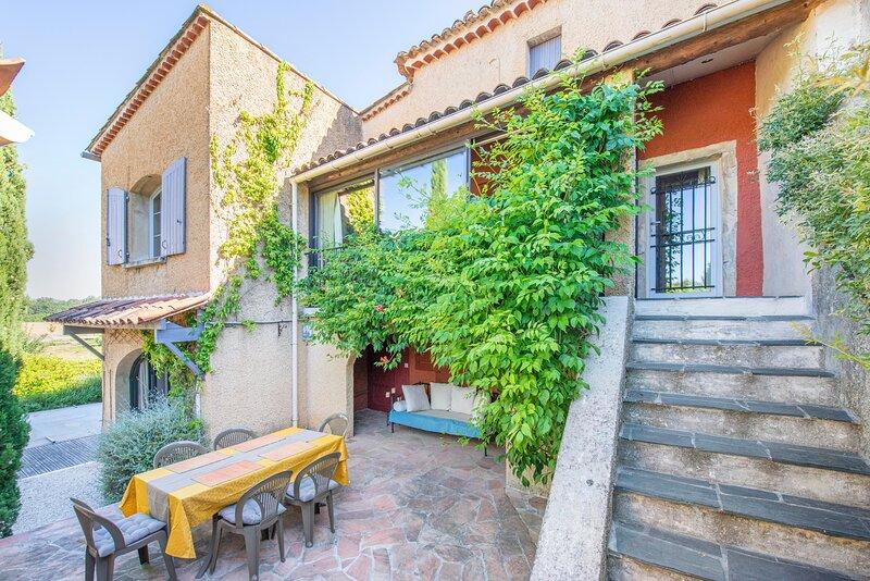 La Gardoise - Coquette maison de village avec piscine, aluguéis de temporada em Bessas