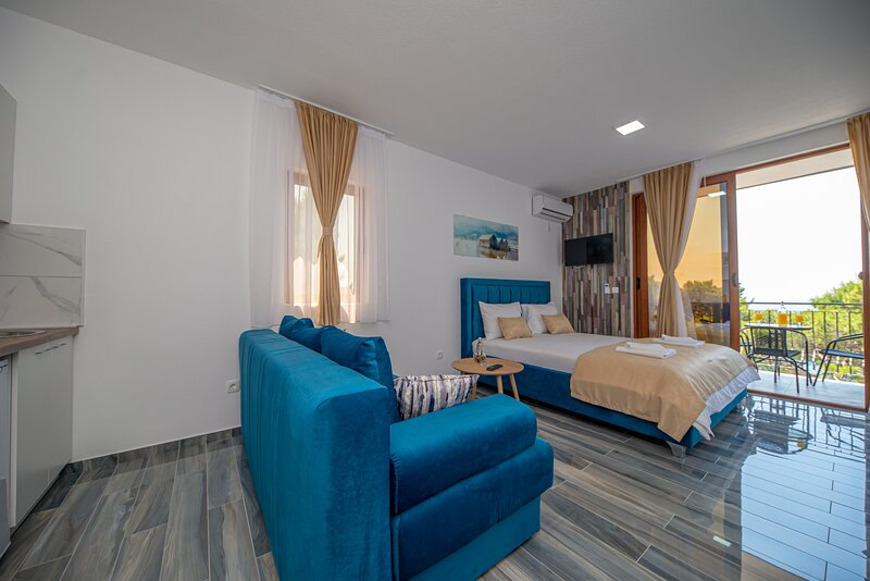 Green Pino - Studio with Sea View, casa vacanza a Susanj