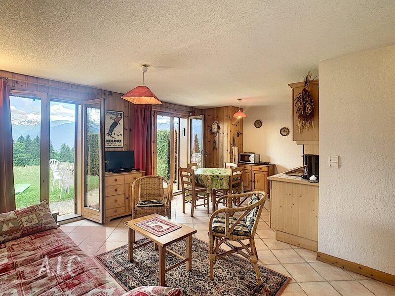 2 pièces cabine en Rez-de-jardin proche village et navette, holiday rental in Combloux