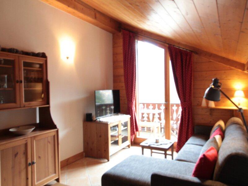 Spacieux 4 pièces bien équipé dans belle résidence au pied du ski bus et piscine, holiday rental in Cluses