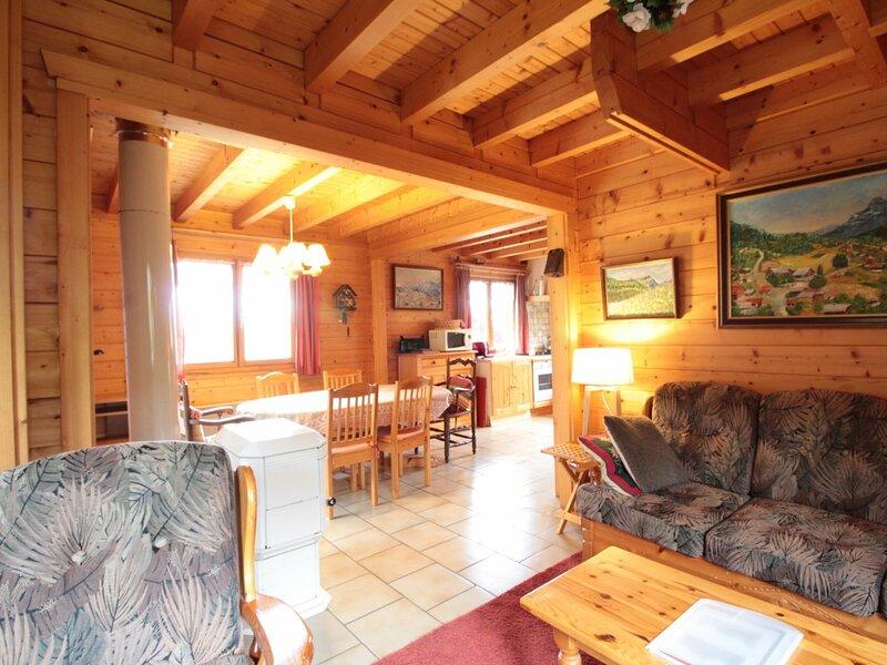 Chalet 3ch 6/8 pers : poêle à bois, au calme, casa vacanza a Araches-la-Frasse