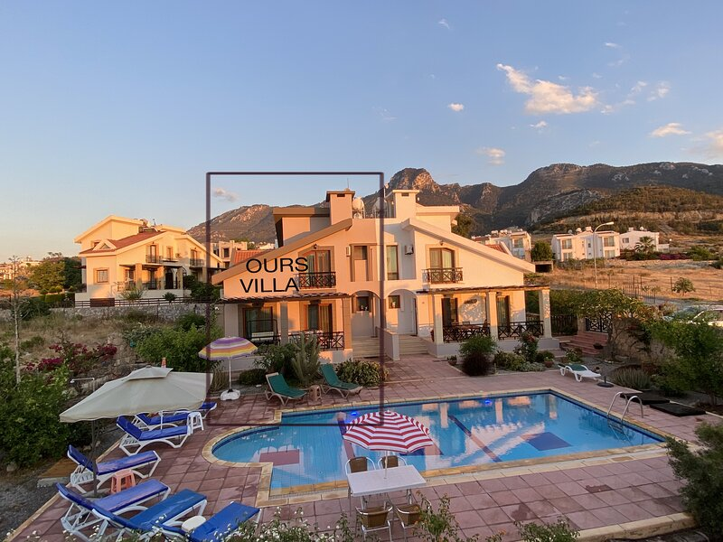 Family Villa & half private pool (shared with 2 villas)&private big garden, location de vacances à Kyrenia