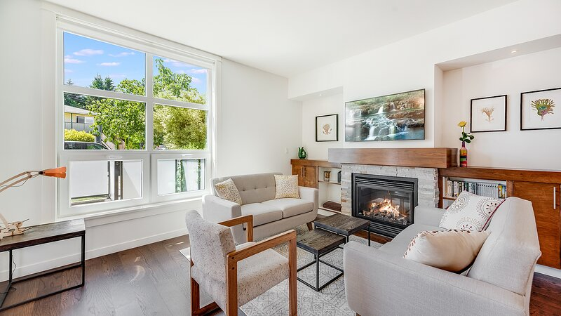 Cedar Hill Sunlit Stay - Bright, Modern & Spacious, holiday rental in Saanich