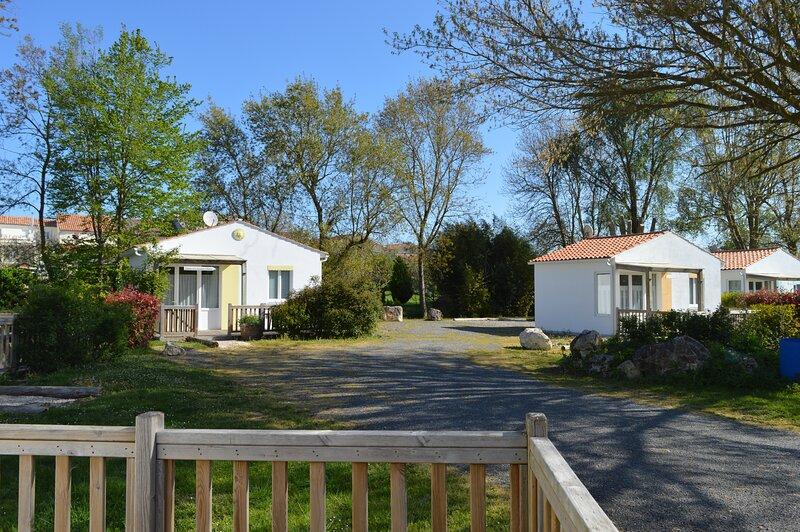Les Cabanes du Lac, en famille ou entre amis, un lieu idéal pour vous ressourcer, holiday rental in Ardillieres