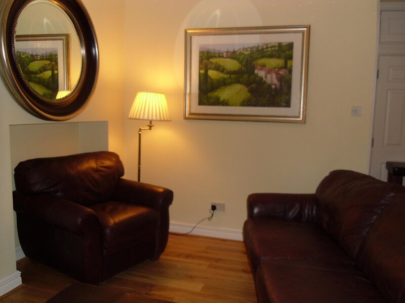 A CHARMING-SELF CONTAINED STUDIO IN BALLSBRIDGE, vacation rental in Dundrum