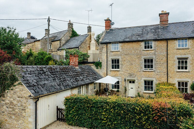 Buttercup Cottage, Coln St Aldwyns, vacation rental in Lechlade