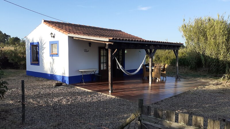 Lovely cottage with use of swimmingpool for 2-4p., holiday rental in Sao Luis