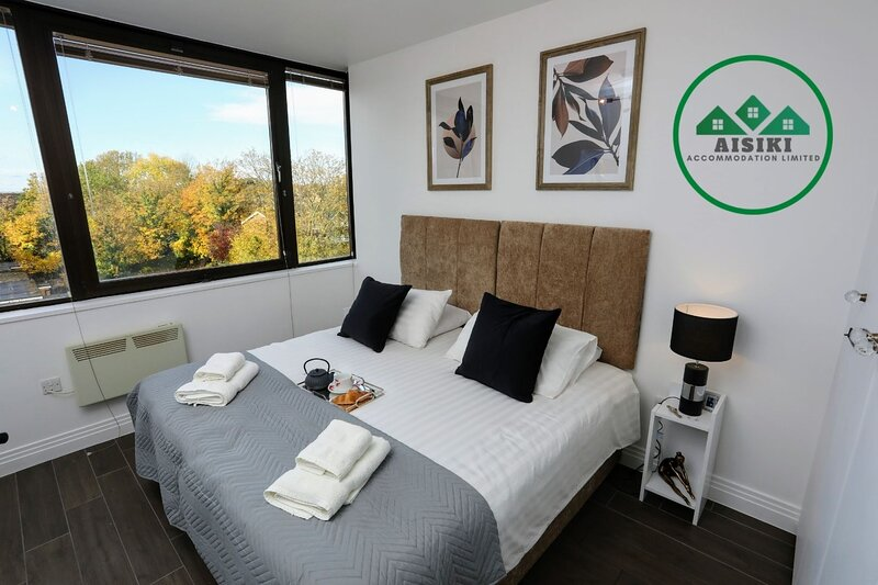 Captivating & Modern 1 Bedroom /1 Bath with Free Parking Free WIFI in Watford, holiday rental in Watford