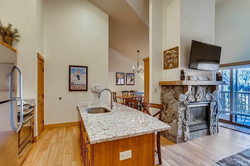 Flooring,Hardwood,Indoors,Floor,Room