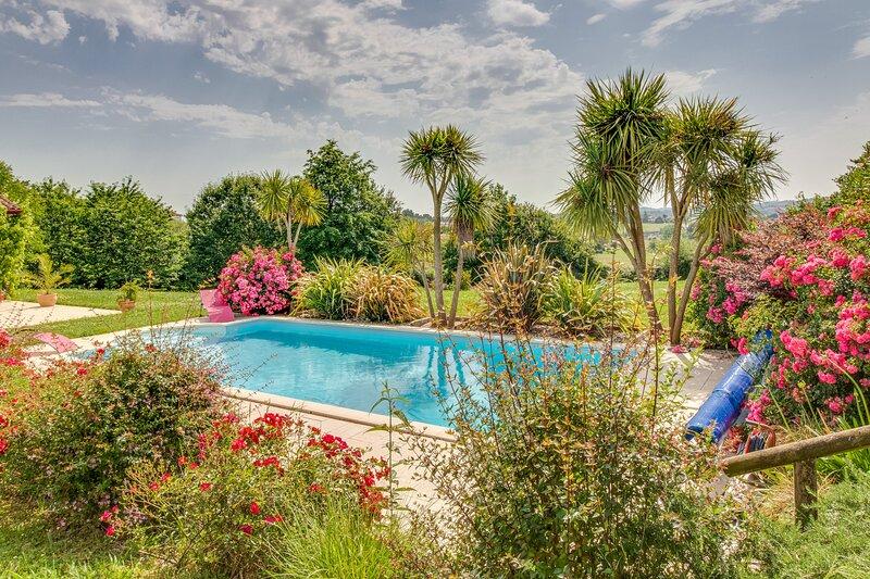 Arrosa - Chambre avec piscine - proche Saint-Palais, holiday rental in Masparraute