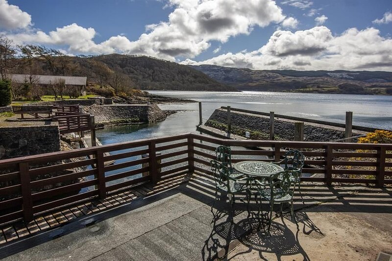 Quayside Apartment - Apartment with Stunning Views, holiday rental in Balvicar