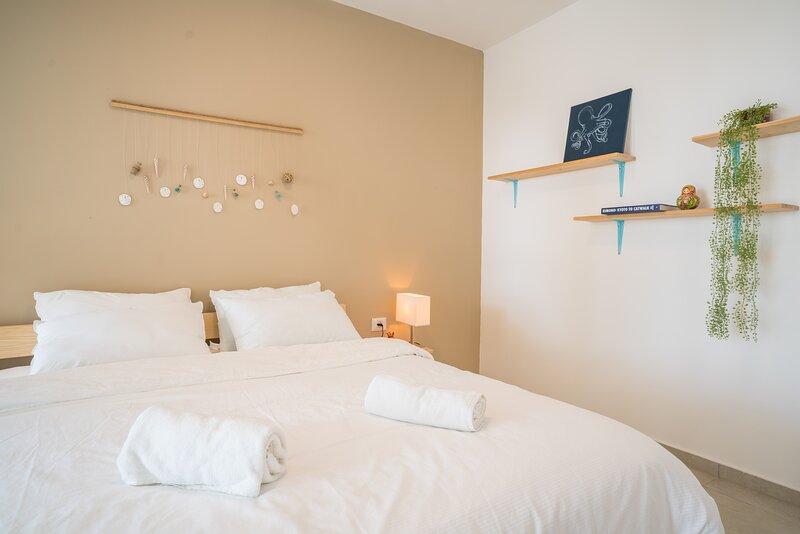 Achziv Beach Living Vacation Apartment, vacation rental in Nahariya