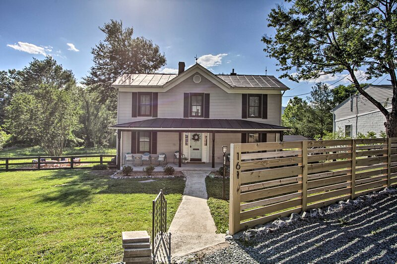 NEW! Beautiful Afton Farmhouse By Hikes & Wineries, holiday rental in Afton