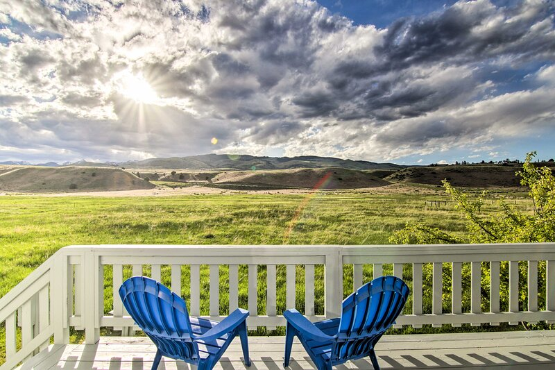 NEW! Cozy Emigrant Escape w/ Mtn Views & Amenities, holiday rental in Emigrant