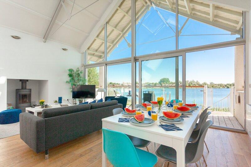 22 Clearwater/Waterhaze Lodge, Lower Mill Estate, 4 bed, sleeps 6 +3 kids, Spa, holiday rental in Cirencester