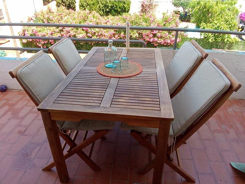 La base perfecte per les teves vacances.A prop d tot,amb tota mena de facilitats, holiday rental in Garriguella