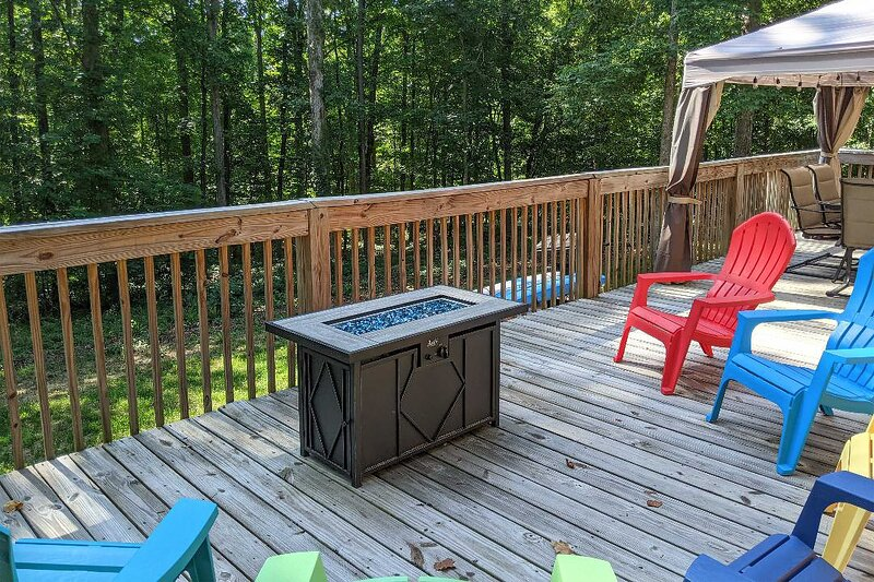 NEW! 'The Lake Place' Cabin w/ Golf Cart & Kayaks!, location de vacances à Eastanollee