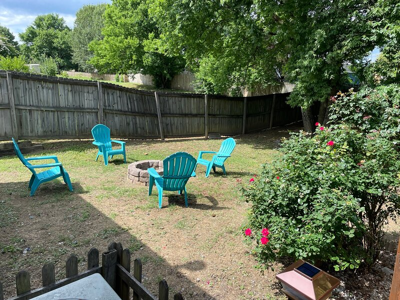University Escape with hot tub, vacation rental in Concord
