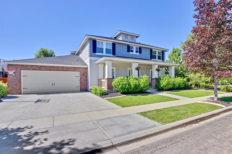 Large Modern 5 Bedroom Custom Home Centrally located In Meridian, vacation rental in Star