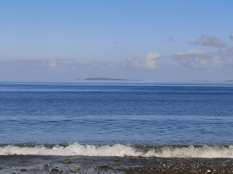 Castle Apartment overlooking Tullaghan Bay, holiday rental in Achill Sound