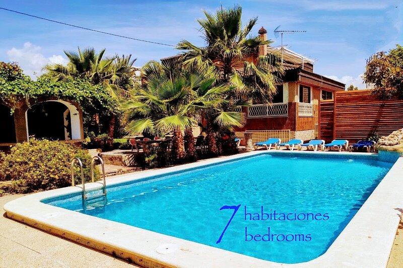 Villa ChaletBenidorm IN-TOWN, PRIVATE POOL, NEAR BEACH, casa vacanza a Benidorm