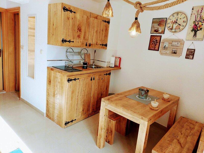 TEUTA Apartments 12 Stari Grad Hvar, holiday rental in Dol
