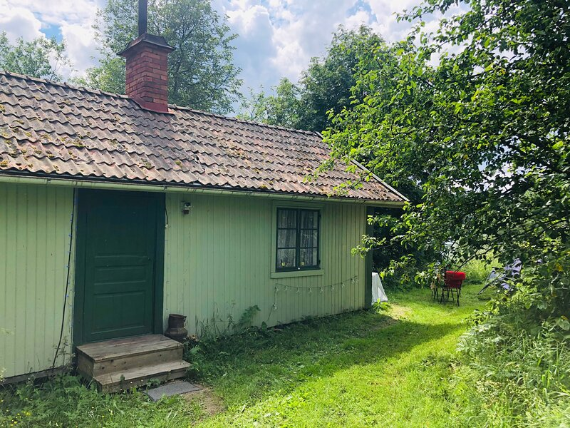 Fisherman's Cottage overlooking the river, holiday rental in By