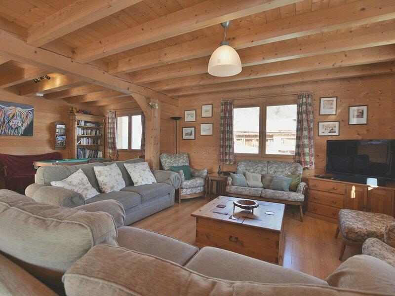 Magnifique chalet indépendant 180m², 12-14 pers, 6 chambres, grande pièce de, holiday rental in Le Petit-Bornand-les-Glieres