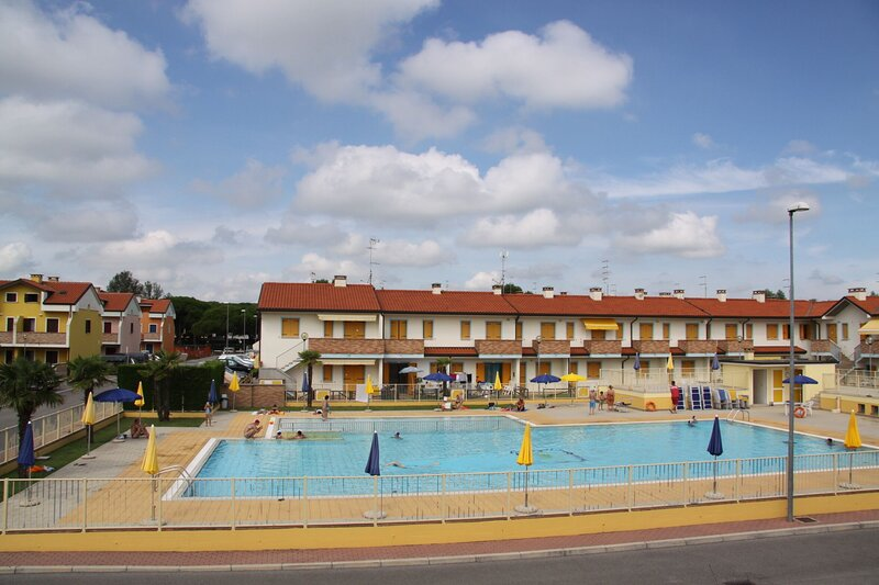 Appartamento con due Camere in Residence con Piscina a Rosolina Mare, holiday rental in Isola Verde