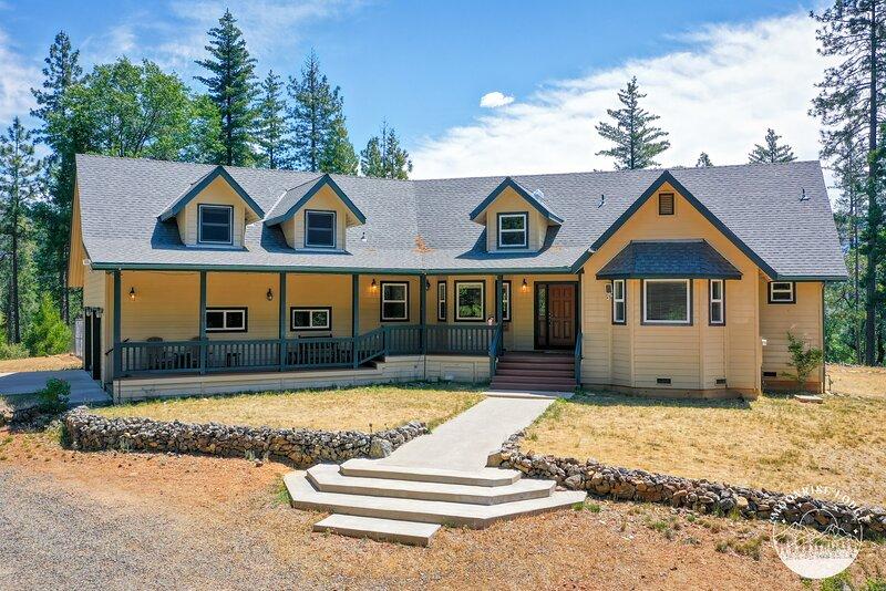 Moonrise Lodge A Mariposa Vacation Rental, alquiler de vacaciones en Mariposa