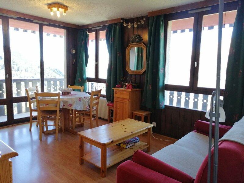 Agréable petit 2 pièces pour 4 situé dans résidence proche des pistes et, holiday rental in Pra Loup