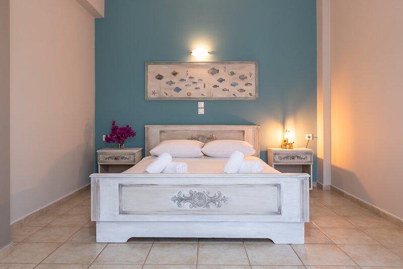 Family friendly Apartment in Agia Efimia, Quiet location with lovely sea views, aluguéis de temporada em Perachori