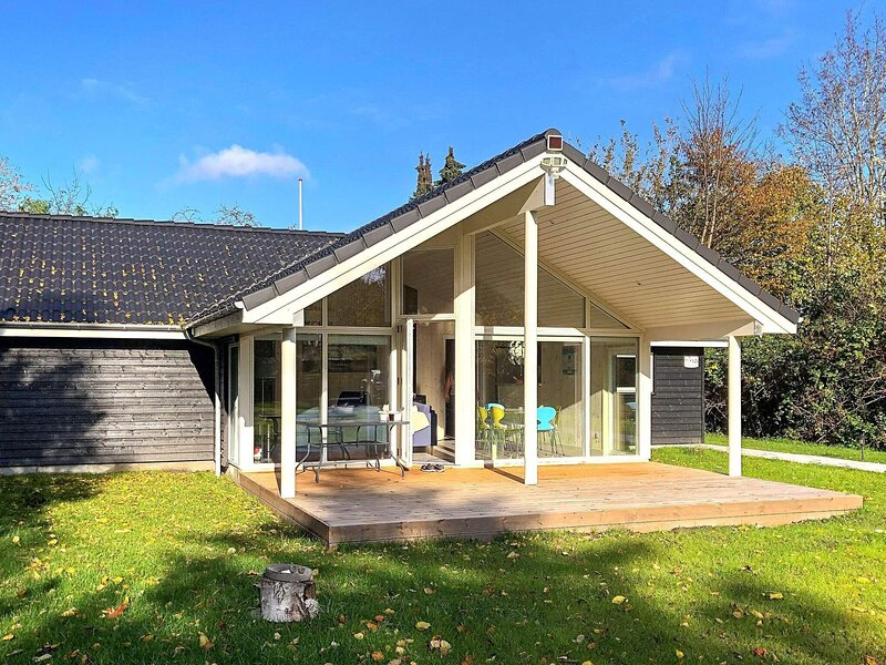 Exquisite Holiday Home in Hovedstaden with Terrace, holiday rental in Hundested