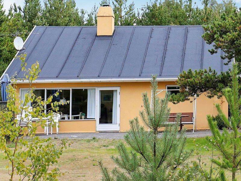 Elegant Holiday Home in Frederikshavn with Sauna, vacation rental in Bratten