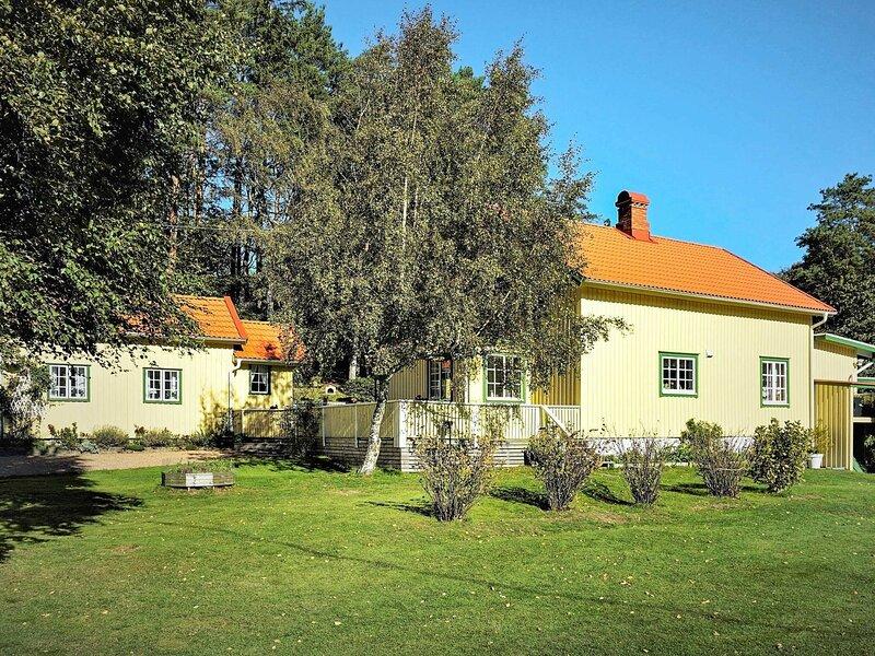 6 person holiday home in UDDEVALLA – semesterbostad i Fiskebäckskil