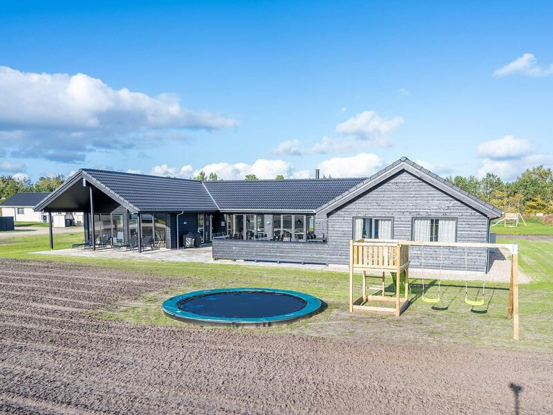 Enticing Holiday Home in Jutland with Swimming Pool, location de vacances à Grenaa
