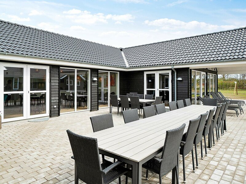 Premium Holiday Home in Grenå with Swimming Pool, location de vacances à Grenaa