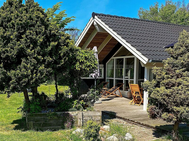 Picturesque Holiday Home in Hovedstaden with Sauna, holiday rental in Tisvildeleje