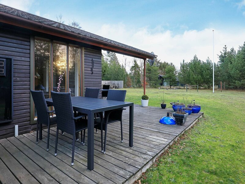 Serene Holiday Home in Jerup near Sea, vacation rental in Bratten