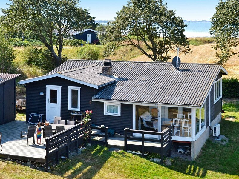 Sunlit Holiday Home in Funen with Conservatory, holiday rental in Dalby